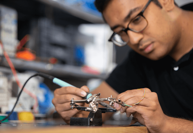 Electrical-Engineer-working-on-technology